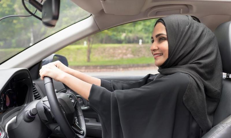 تفسير حلم قيادة السياره و شخص يقود السياره في المنام