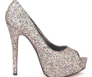 تفسير  حذاء الكعب العالي في الحلم لبس كعب عالي في المنام