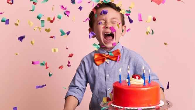 تفسير عيد ميلاد شخص في الحلم رؤيا حفلة يوم ميلادي في المنام