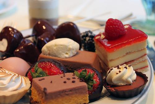تفسير الحلويات في الحلم رؤية شراء الحلويات في المنام